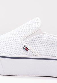 Tommy Jeans - CITY  - Nazouvací boty - white - 2