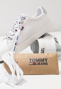 Tommy Jeans - CASUAL - Sneaker low - white - 7