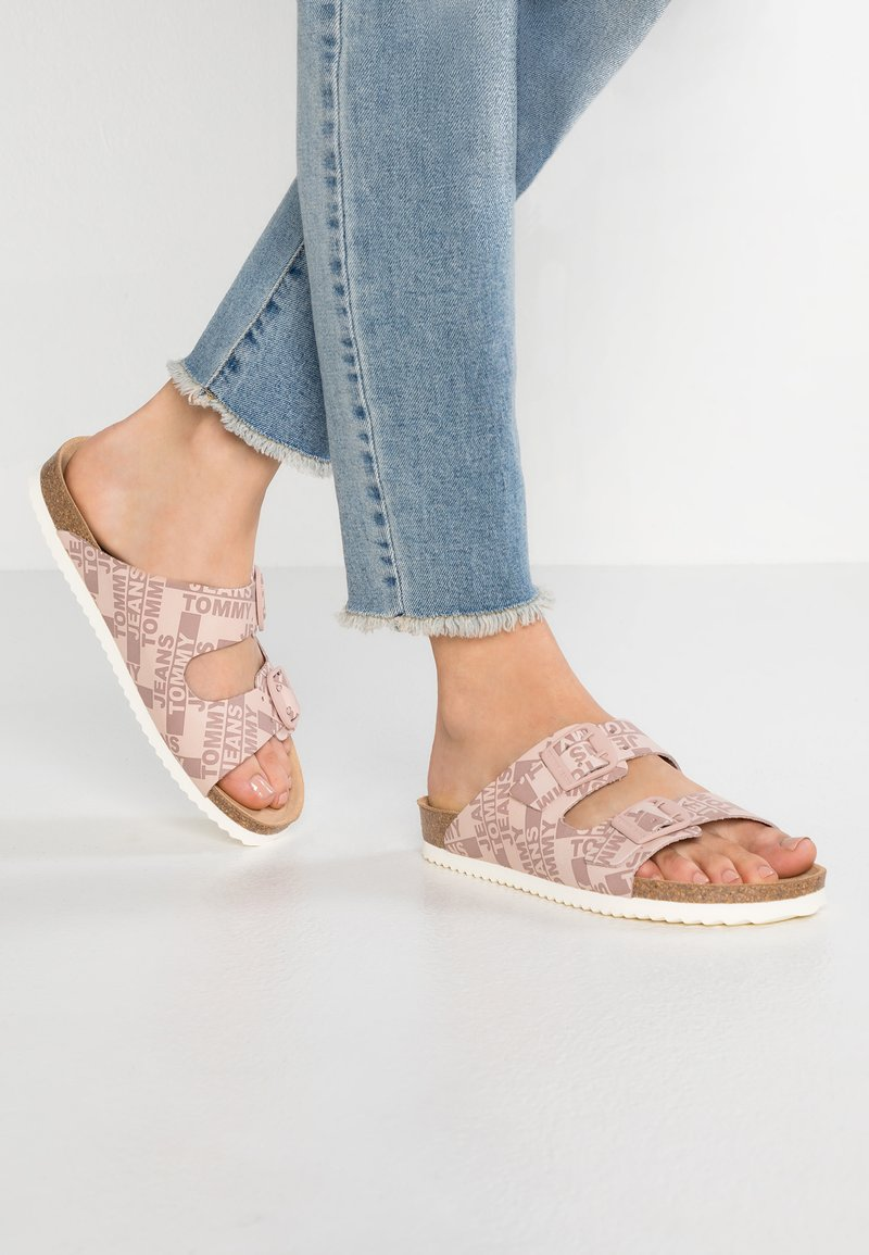 Tommy Jeans - ALLOVER PRINT - Pantuflas - pink