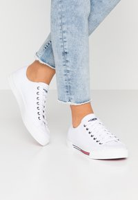 Tommy Jeans - CLASSIC - Sneaker low - white - 0