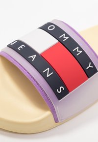 Tommy Jeans - TRANSLUCENT FLAG POOL SLIDE - Mules - yellow - 2