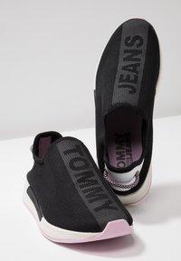 Tommy Jeans - TECHNICALFLEXI - Nazouvací boty - black - 7