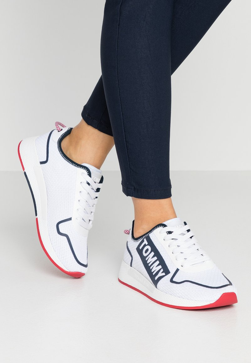 Tommy Jeans - TECHNICAL FLEXI  - Sneakers laag - red