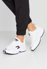 Tommy Jeans - RETRO  - Trainers - white - 0