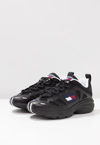 Tommy Jeans - RETRO  - Trainers - black - 4