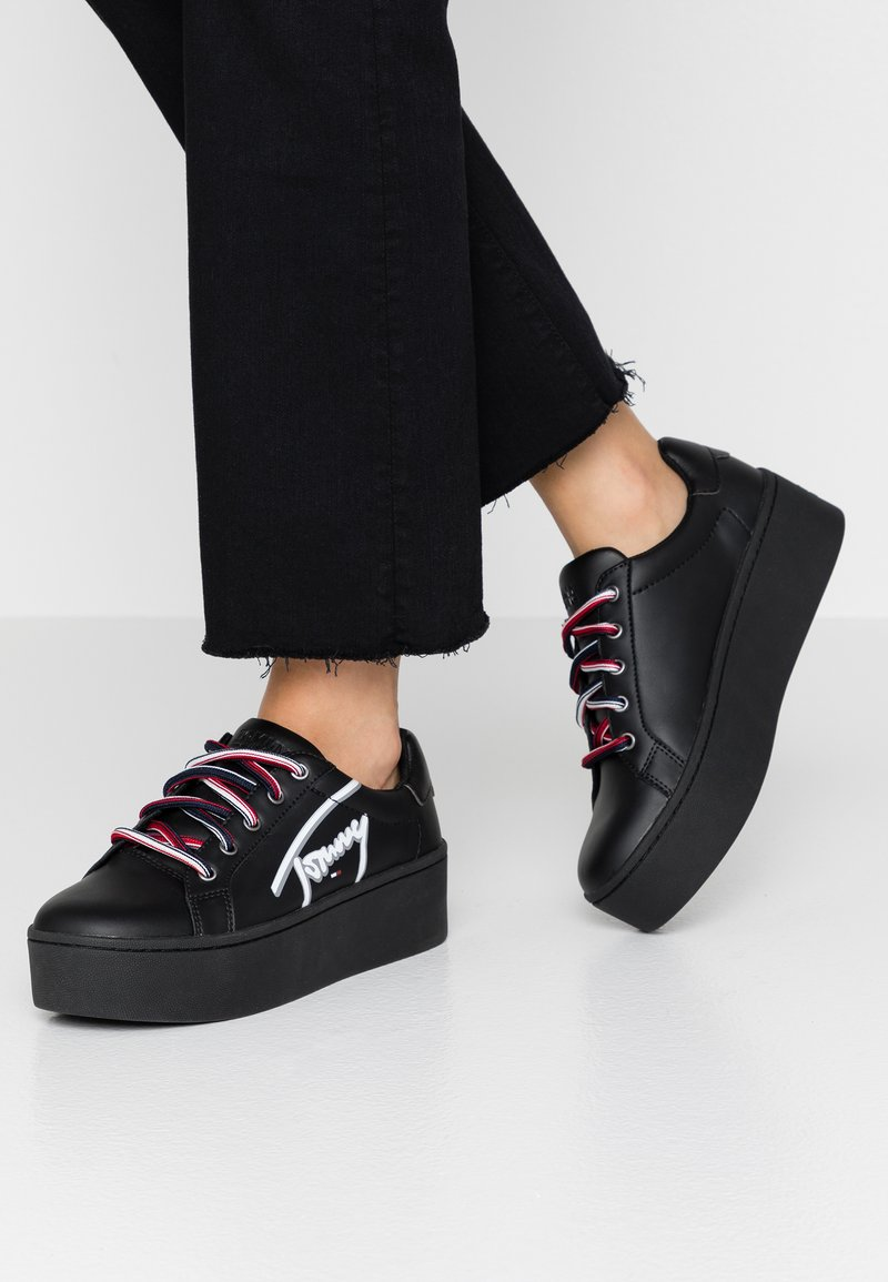 Tommy Jeans - ICON SIGNATURE FLATFORM - Sneakers laag - black