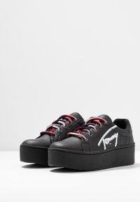 Tommy Jeans - ICON SIGNATURE FLATFORM - Sneakers laag - black - 4