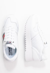 Tommy Jeans - HIGH CLEATED CORPORATE  - Sneakers laag - white - 3
