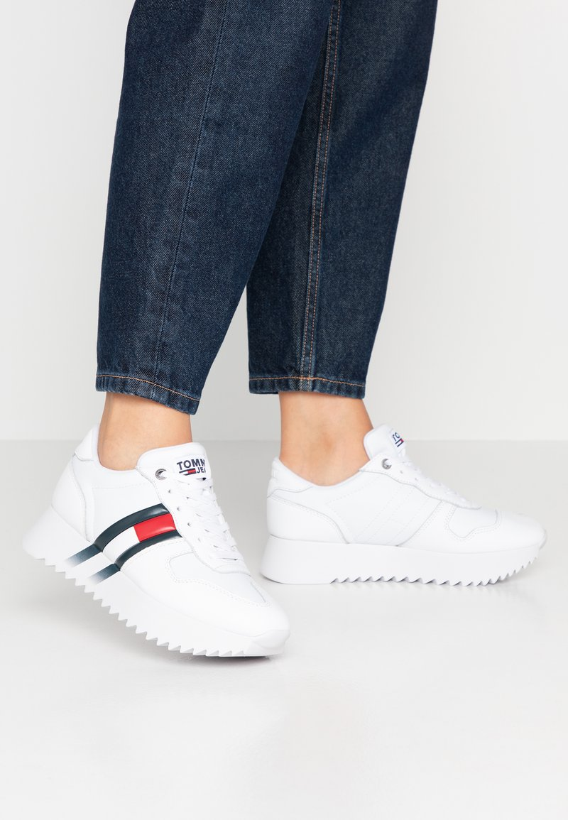 Tommy Jeans - HIGH CLEATED CORPORATE  - Trainers - white
