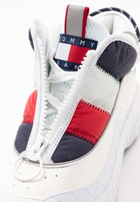 Tommy Jeans - HERITAGE PADDED NYLON SNEAKER - Trainers - red - 7