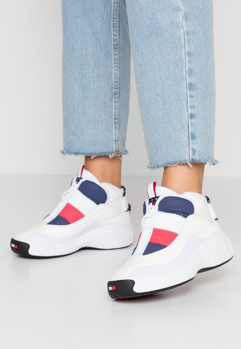 Tommy Jeans - HERITAGE PADDED NYLON SNEAKER - Trainers - red