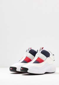 Tommy Jeans - HERITAGE PADDED NYLON SNEAKER - Trainers - red - 4