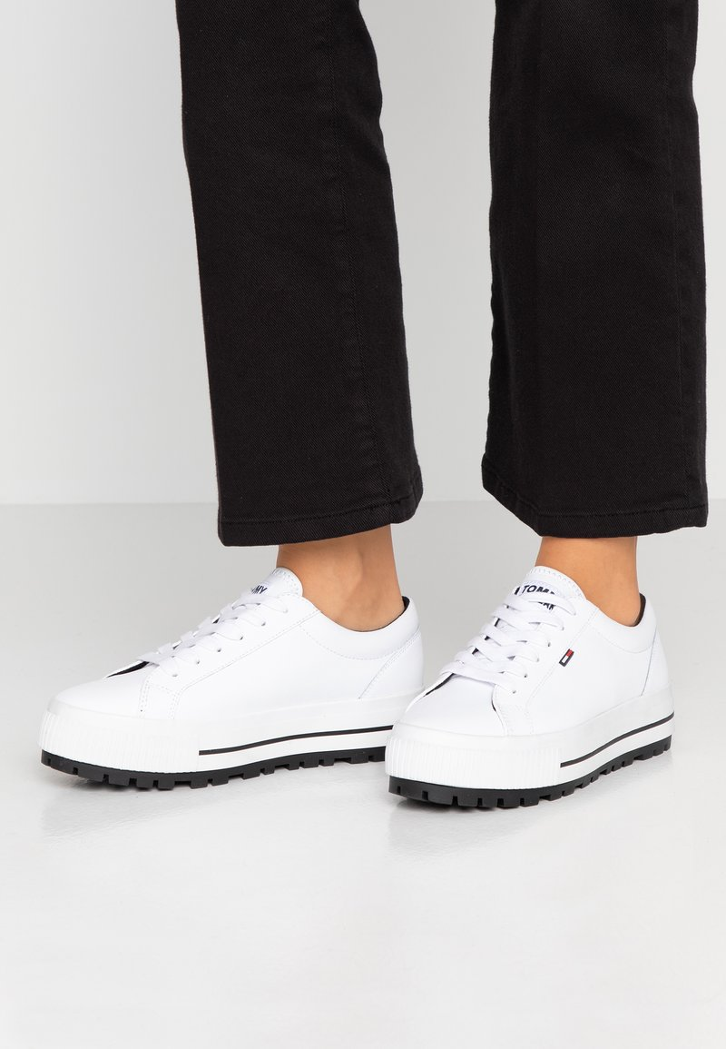 Tommy Jeans - LOWTOP CLEATED SNEAKER - Sneakers basse - white