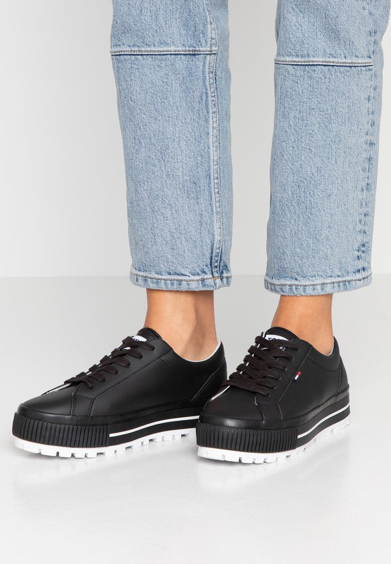 Tommy Jeans - LOWTOP CLEATED SNEAKER - Trainers - black