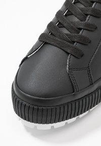 Tommy Jeans - LOWTOP CLEATED SNEAKER - Tenisky - black - 2