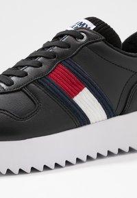 Tommy Jeans - HIGH CLEATED SEASONAL  - Tenisky - black - 2