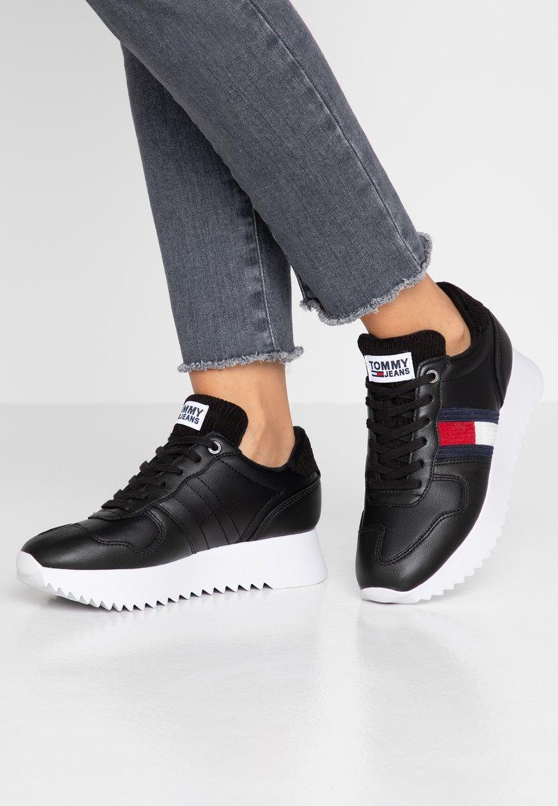 Tommy Jeans - HIGH CLEATED SEASONAL  - Tenisky - black