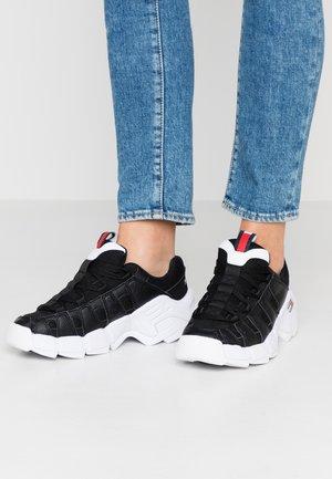 WMNS JAWZ - Sneakers laag - black