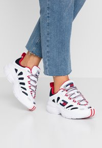 Tommy Jeans - WMNS NEVIS 1C3 - Trainers - white - 0