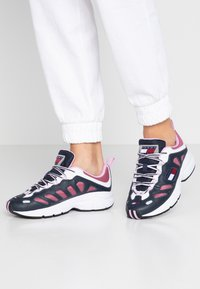 Tommy Jeans - WMNS NEVIS 1C3 - Sneakers laag - blue - 0