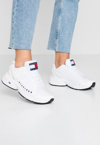 Tommy Jeans - WMNS PHIL 2C3 - Sneakers laag - white - 0