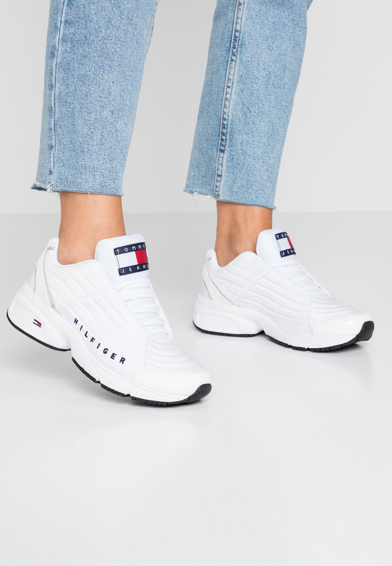 Tommy Jeans - WMN HERITAGE TOMMY JEANS  - Trainers - white