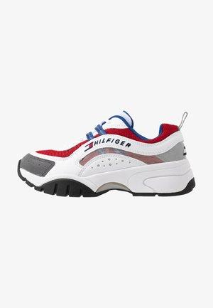 WMNS KENDRICK 7.0 - Sneakers basse - white