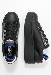 Tommy Jeans - FLATFORM TOMMY JEANS SNEAKER - Sneakers basse - black - 3
