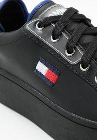 Tommy Jeans - FLATFORM TOMMY JEANS SNEAKER - Sneakers basse - black - 2