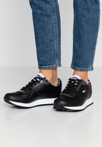 Tommy Jeans - WMNS CASUAL TOMMY JEANS SNEAKER - Baskets basses - black - 0
