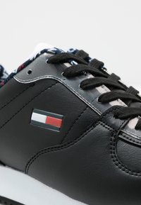 Tommy Jeans - WMNS CASUAL TOMMY JEANS SNEAKER - Baskets basses - black - 7
