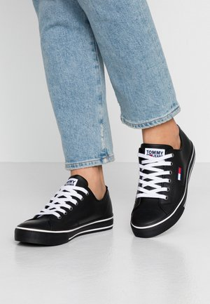 WMNS LEATHER CITY SNEAKER - Matalavartiset tennarit - black