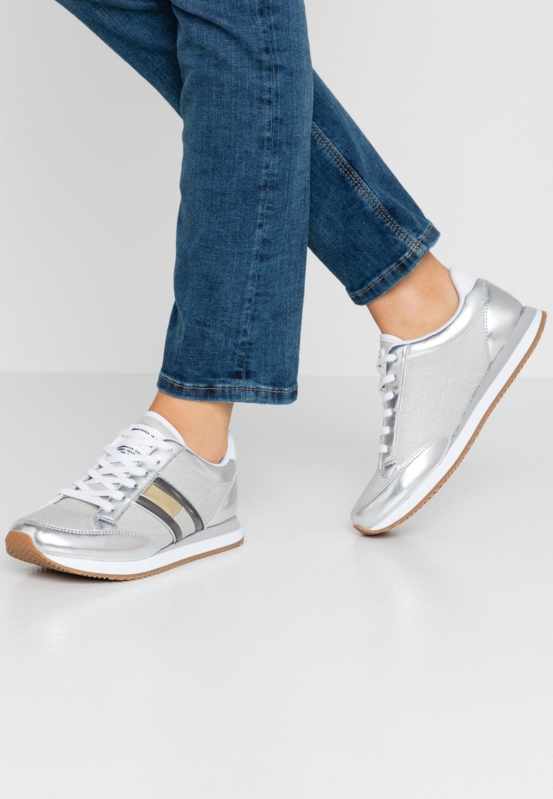 Tommy Jeans - CASUAL RETRO - Trainers - silver