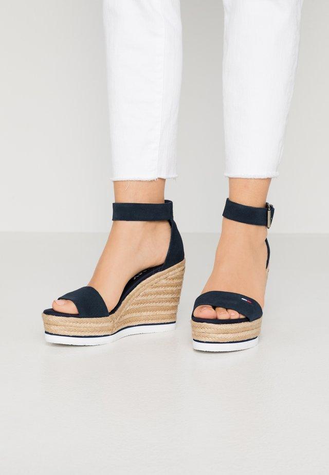 LAORA - Korolliset sandaalit - twilight navy