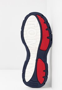 Tommy Jeans - RECYCLED FLATFORM SHOE - Sneakersy niskie - red/white/blue - 6