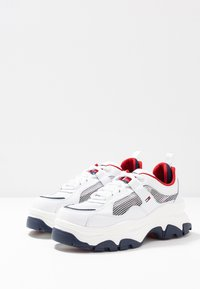 Tommy Jeans - RECYCLED FLATFORM SHOE - Sneakersy niskie - red/white/blue - 4
