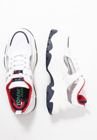Tommy Jeans - RECYCLED FLATFORM SHOE - Sneakersy niskie - red/white/blue - 3