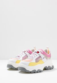 Tommy Jeans - RECYCLED FLATFORM SHOE - Joggesko - white - 4