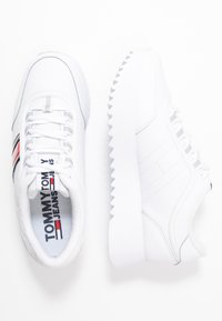 Tommy Jeans - HIGH CLEATED FLAG SNEAKER - Tenisky - white - 3