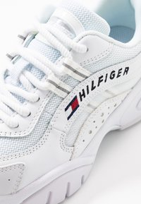 Tommy Jeans - HERITAGE TOMMY JEANS WMNS RUNNER - Sneakers laag - white - 2