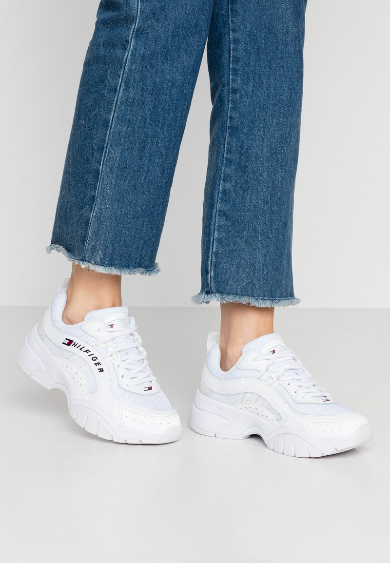 Tommy Jeans - HERITAGE TOMMY JEANS WMNS RUNNER - Sneakers laag - white