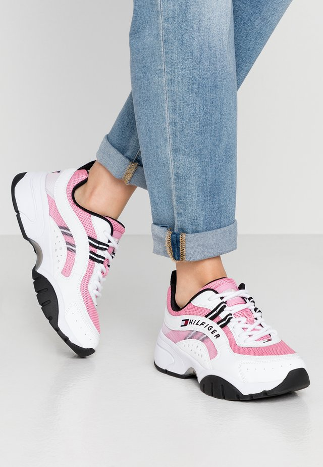 HERITAGE TOMMY JEANS WMNS RUNNER - Matalavartiset tennarit - bubble pink