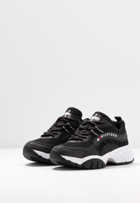 Tommy Jeans - HERITAGE TOMMY JEANS WMNS RUNNER - Sneakers - black - 4