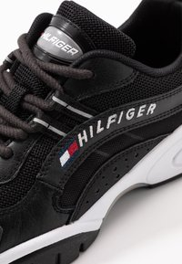 Tommy Jeans - HERITAGE TOMMY JEANS WMNS RUNNER - Sneakers - black - 2