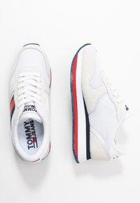 Tommy Jeans - FLATFORM RUNNER COLOUR SNEAKER - Baskets basses - red/white/blue - 3