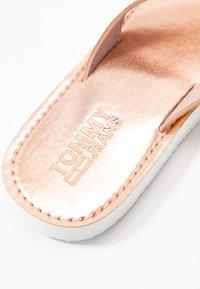 Tommy Jeans - Japonki - rose gold - 2