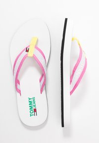 Tommy Jeans - RECYCLED BEACH SANDAL - Sandály s odděleným palcem - white - 3