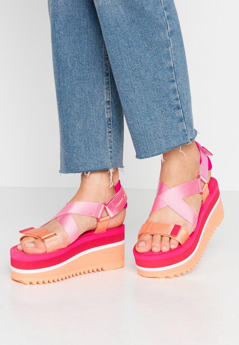 Tommy Jeans - POP COLOR FLATFORM SANDAL - Platform sandals - blush red