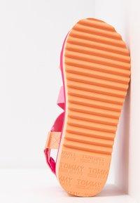 Tommy Jeans - POP COLOR FLATFORM SANDAL - Platform sandals - blush red - 6