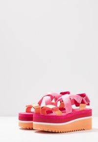 Tommy Jeans - POP COLOR FLATFORM SANDAL - Platform sandals - blush red - 4
